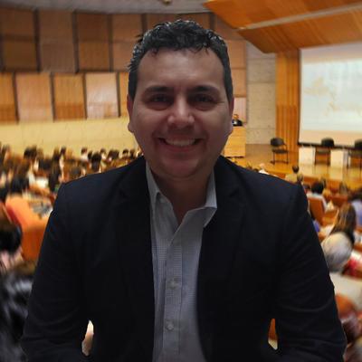 Engelbert González